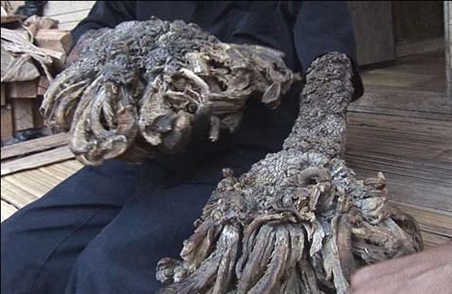 руки  индонезийского рыбака Dede