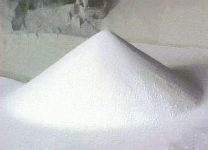 кристаллы мочевины (карбамида)